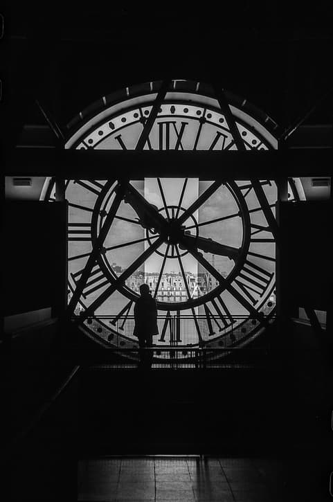 woman-in-the-musee-dorsay-clock-tower